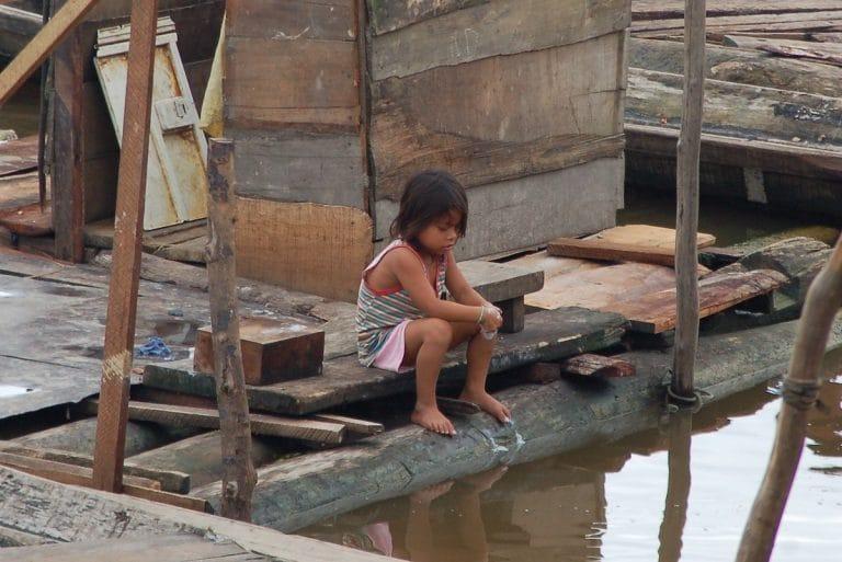 """Yolanthe zorgt voor onderwijs en voedsel in het Amazone gebied van Peru: """"Het is ploegen, ploegen. Maar ik doe niets liever."""""""
