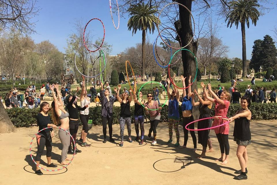 Een internationale hoopdance community als thuishaven in Barcelona!