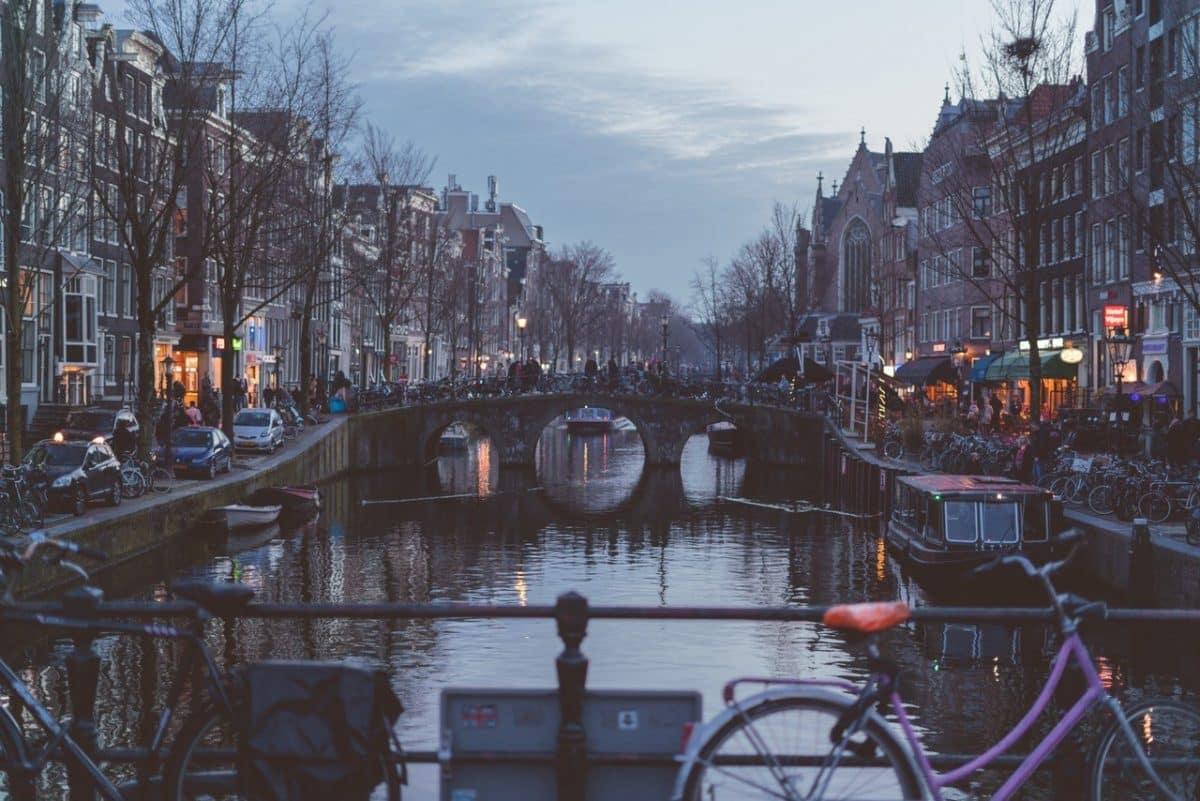Amsterdamse grachten parkeren